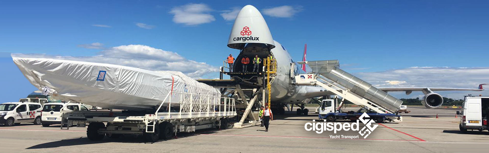 Air freight - Yacht transport by air and air freight container. Manage customs clearance and cross trade