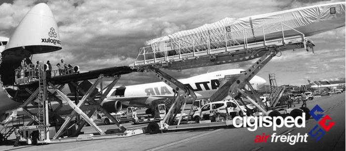 What are the advantages of air freight transport?
